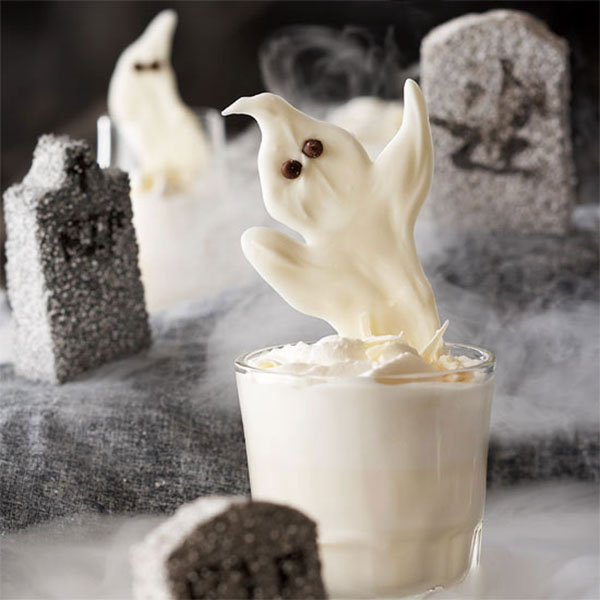 This looks like an amazing Halloween drink!