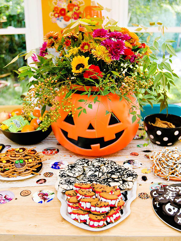 We Love this kooky & spook pumkin Halloween party!