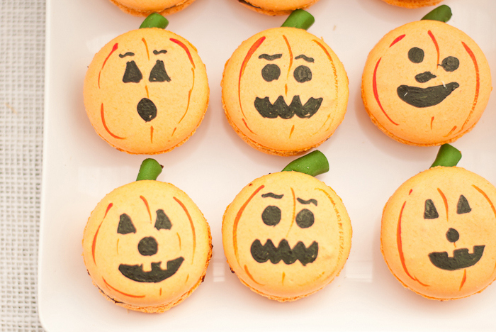 We adore these pumpkin macarons!
