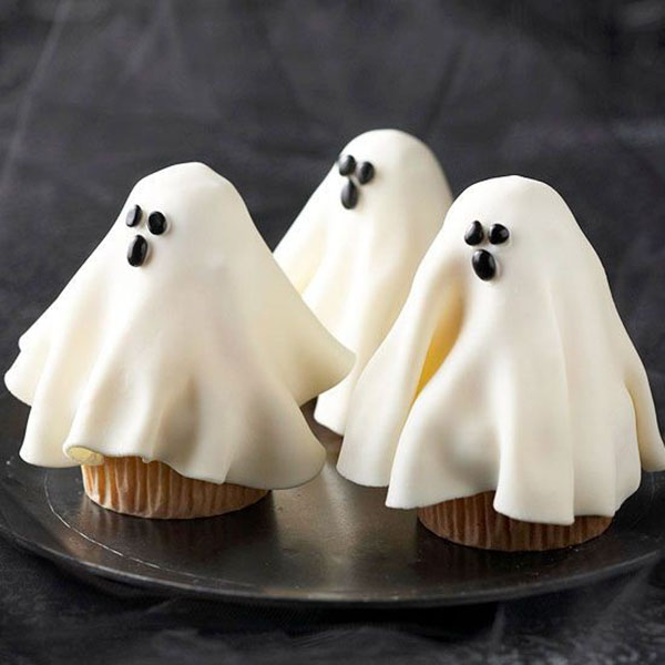 15 halloween ghost desserts b lovely events - Halloween decorations for cupcakes ...