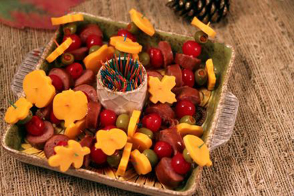 Love This Fall Little Smoky Thanksgiving appetizer tray!