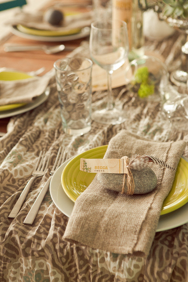 Love this earthy natural rock place setting for Thanksgiving