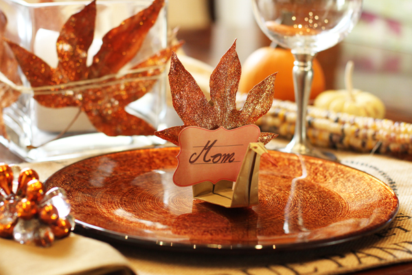 Lovely DIY leaf turkey place card for Thanksgiving!