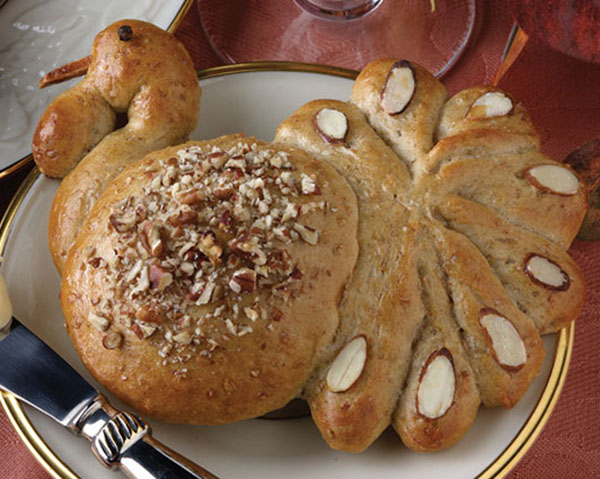 Turkey Shaped Rolls To Share With Everyone!