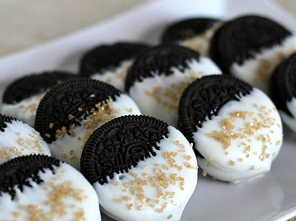 Gold sprinkled Oreos- perfect for oscars or golden globes party