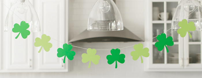 Cute Shamrock Banner For St Patrick's Day -See More Shamrock Banners & Garlands On The Blog! B. Lovely Events