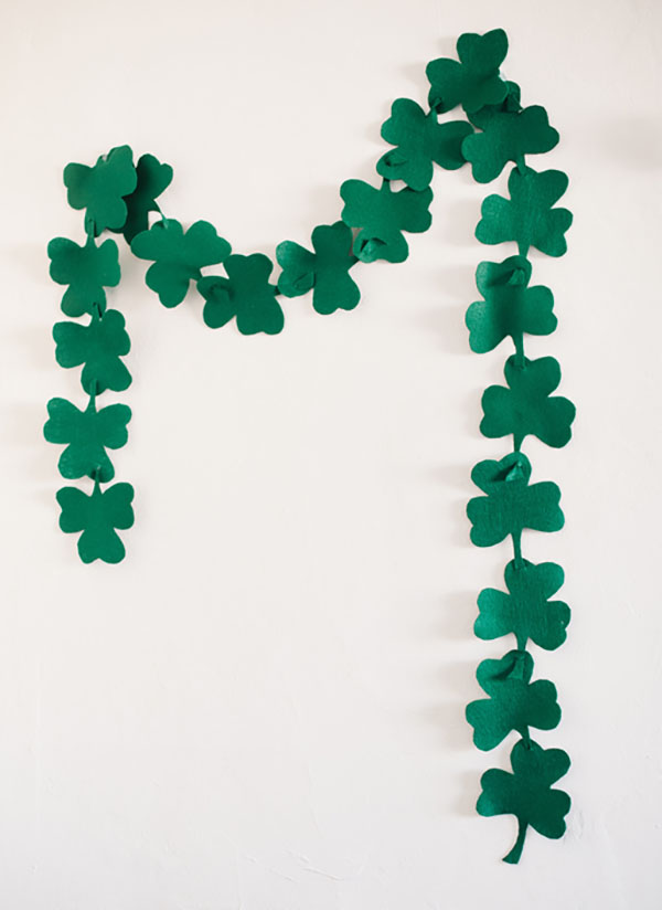 Fun And Easy Shamrock Garland! -See More Shamrock Banners & Garlands On The Blog! B. Lovely Events
