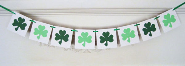 Love this Shamrock St. Patrick's Banner! -See More Shamrock Banners & Garlands On The Blog! B. Lovely Events