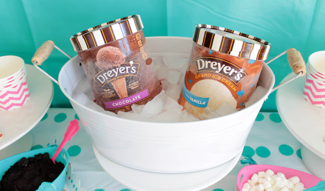 Chocolate and vanilla ice cream party flavors- See more ice cream party ideas on B. Lovely Events