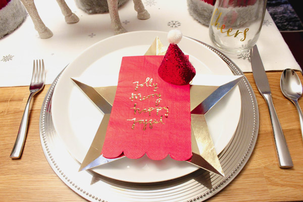 love the star on this Christmas Tablescape