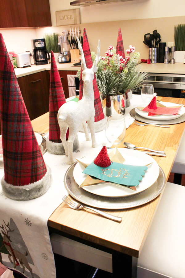 love this easy and festive Christmas Tablescape- B. Lovely Events