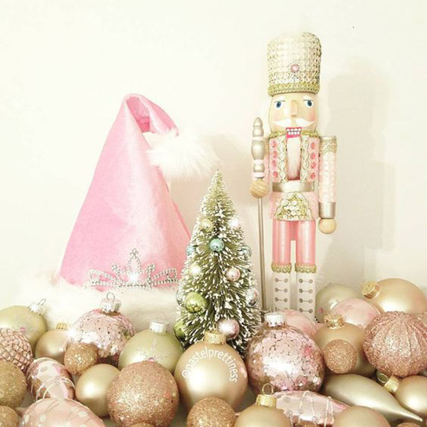 Love this Pink Rose gold Churstmas decor