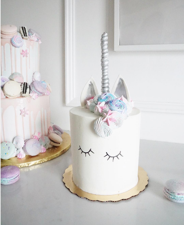 THis is the most gorgeous Unicorn cake!- See more Lovely unicorn party ideas on B. Lovely Events