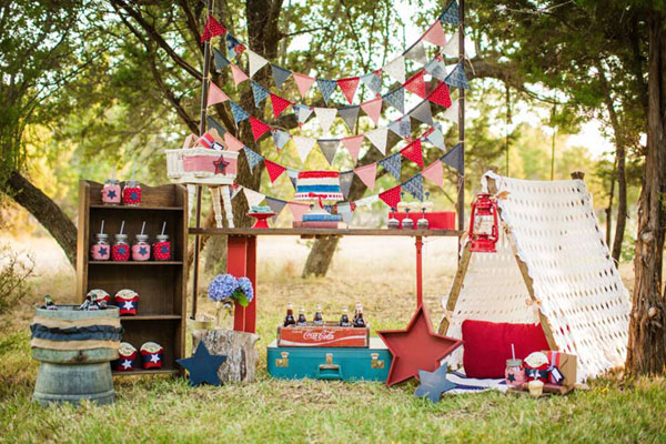 I am in love with this 4th of July party!- See 10 of our favorite 4th of July Parties on B. Lovely Events!