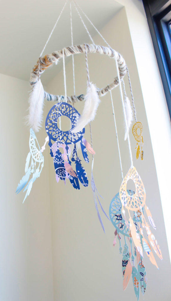 DIY Dreamcatcher Mobile - Learn how to make it on B. Lovely Events