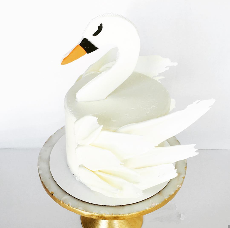 I am smitten for this swan cake- See More Swan Cakes on B. Lovely Events