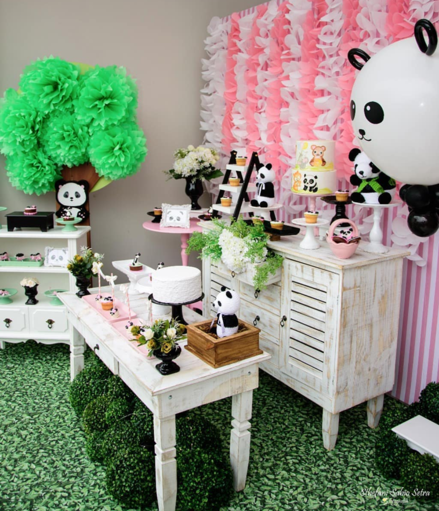 I love all of the cuteness of this panda party! -See more Panda Party ideas on B. Lovely Events
