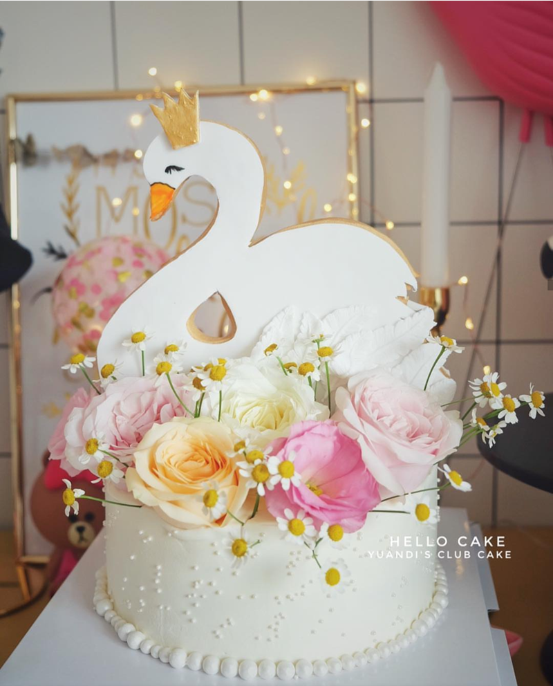 Love the crown on this swan cake-See More Swan Cakes on B. Lovely Events