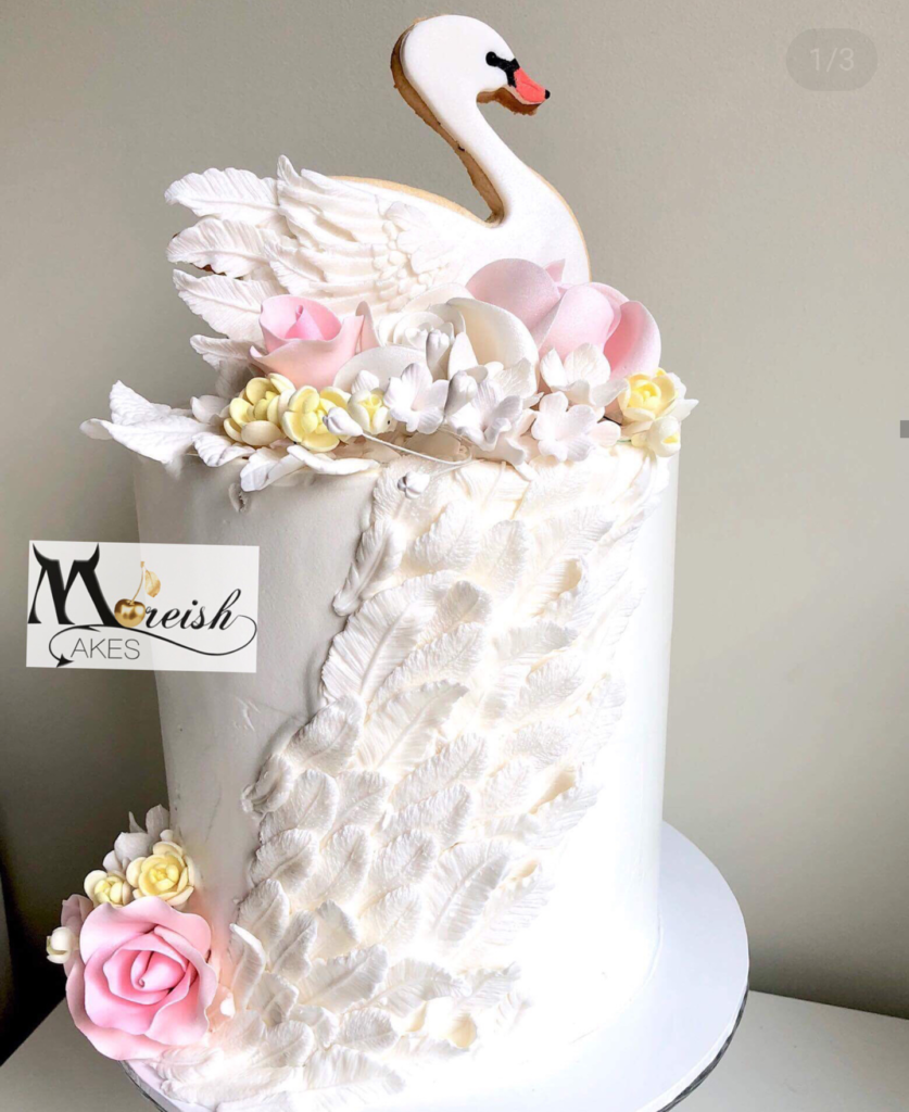 The feathers on this swan cake are suburb! See More Swan Cakes on B. Lovely Events