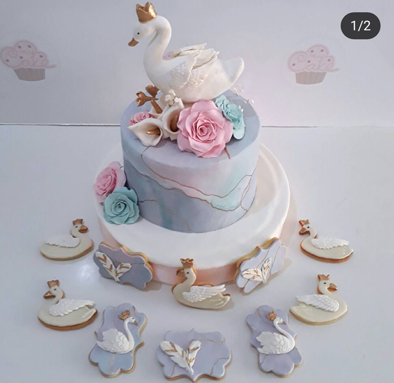 This swan cake has my heart! -See More Swan Cakes on B. Lovely Events