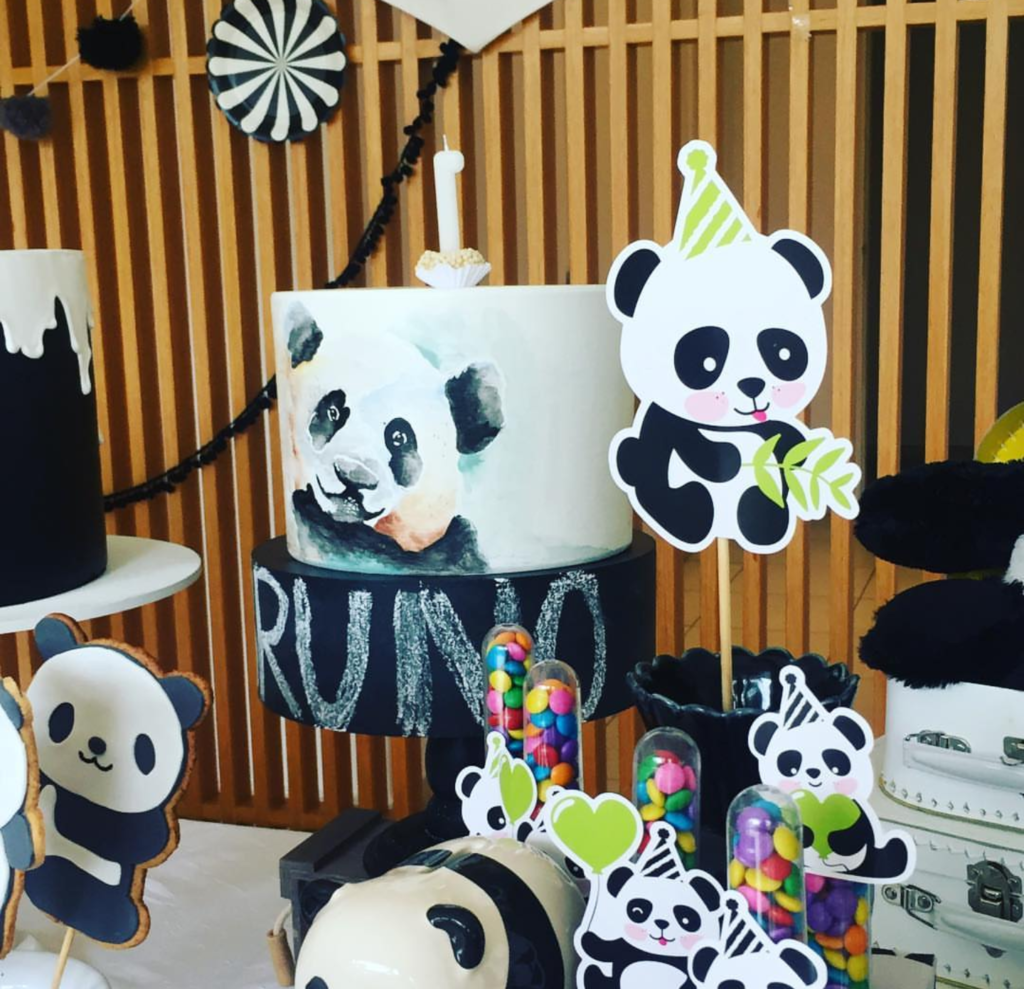 look at this amazing panda cake -See more Panda Party ideas on B. Lovely Events