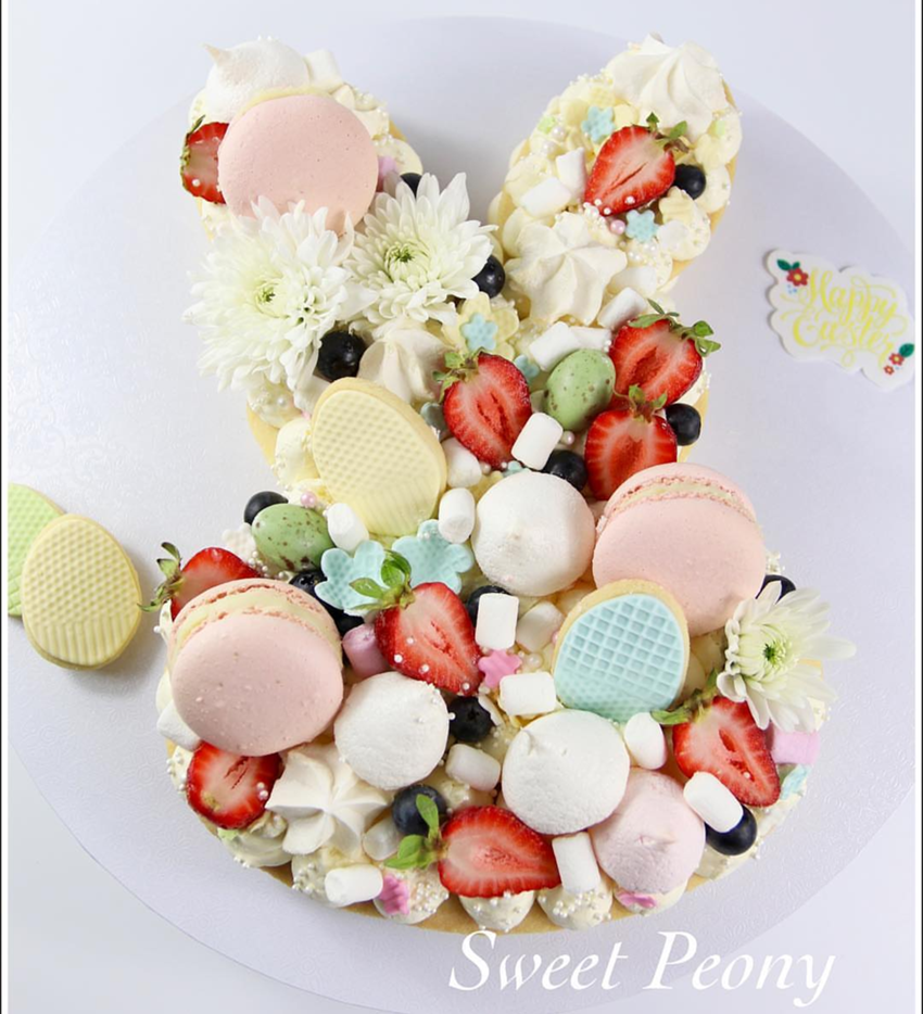 Easter Cookie Cake- So amazing! - See more of our favorite cookie cakes on B. Lovely Events