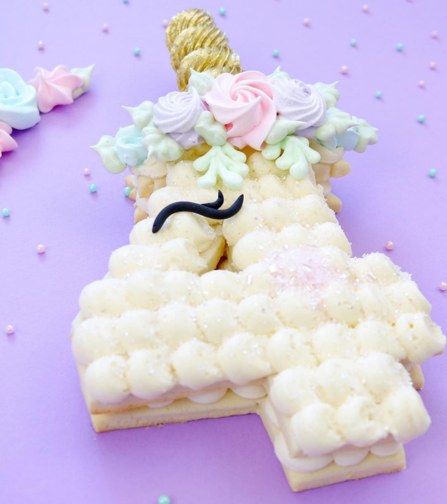 Unicorn Cookie Cake- I am in love - See more of our favorite cookie cakes on B. Lovely Events