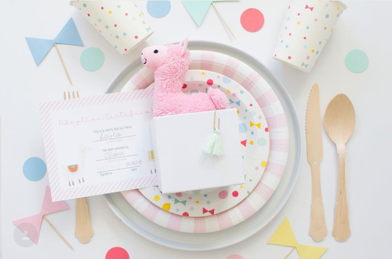 Too cute llama party plates - See more llama party love on B. Lovely Events
