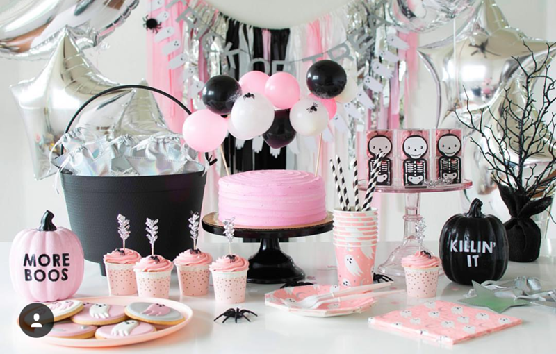 The best pink Halloween party ever from Twinkle Twinkle little party! - See more Pink Halloween Pretty on B. Lovely Events #halloween #pink #partyideas