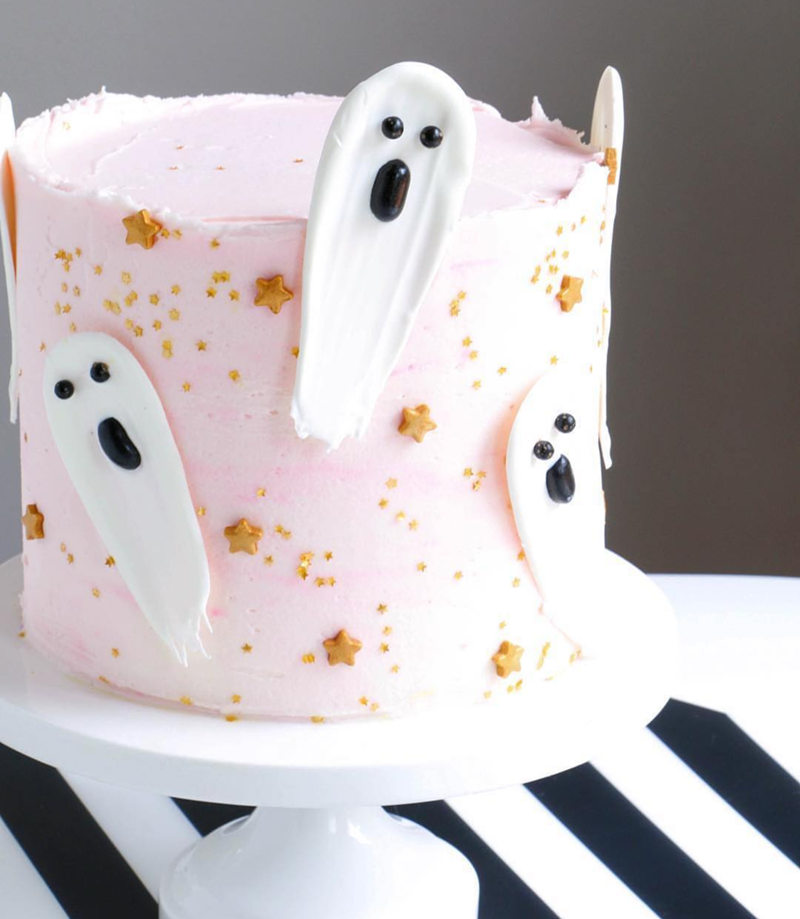 The cutest Pink Halloween Cake! - See more Pink Halloween Pretty on B. Lovely Events #halloween #pink #partyideas