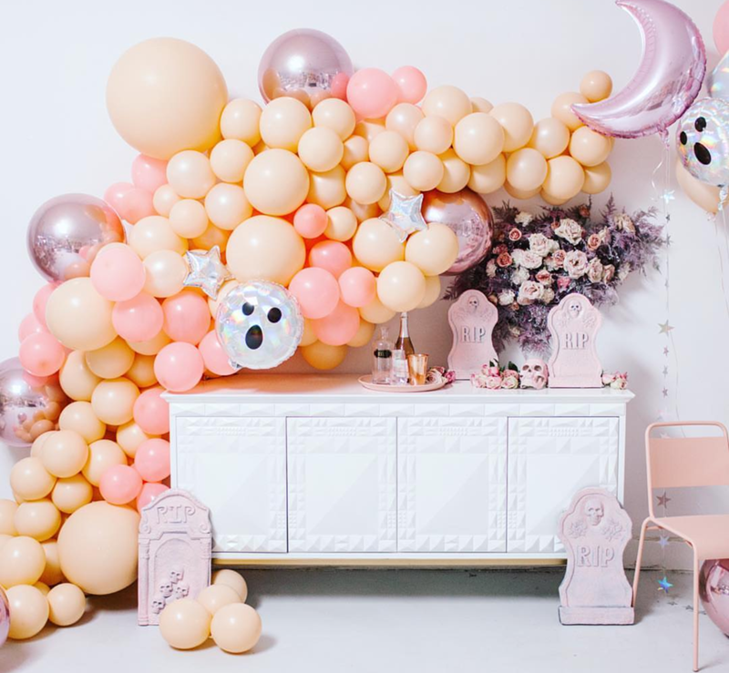 This amazing Pink Halloween party has our hearts! - See more Pink Halloween Pretty on B. Lovely Events #halloween #pink #partyideas