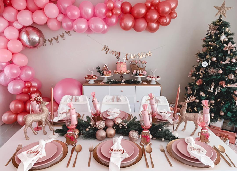 Love all the pink in this lovely Christmas party! - See more pink Christmas ideas on B. Lovely Events! #christmas #christmasparty #christmasideas #christmasdecor