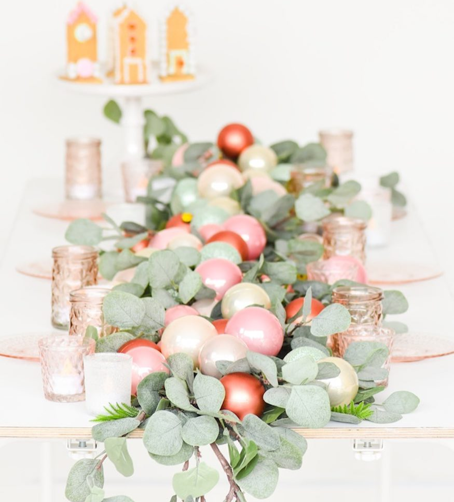 Love the fabulous pink details of this Christmas runner for a table! - See more pink Christmas ideas on B. Lovely Events! #christmas #christmasparty #christmasideas #christmasdecor