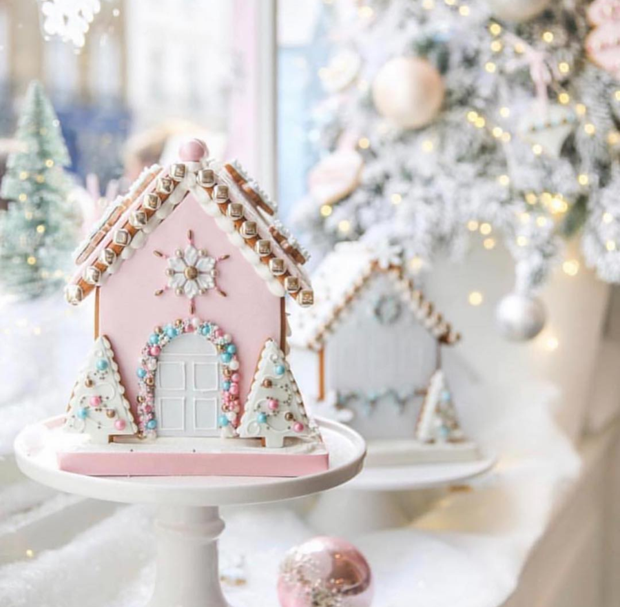 This Christmas pink Gingerbread house has my heart!- See more pink Christmas ideas on B. Lovely Events! #christmas #christmasparty #christmasideas #christmasdecor