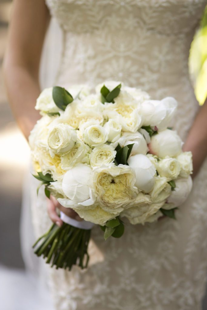 All white bridal bouquet - See all the beautiful details on B. Lovely Events! #wedding #realwedding #weddingideas #weddingtips #weddingdecorations