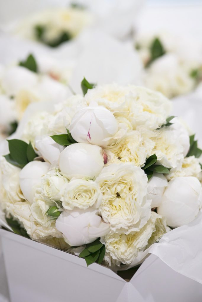 All white wedding flowers - See all the beautiful details on B. Lovely Events! #wedding #realwedding #weddingideas #weddingtips #weddingdecorations