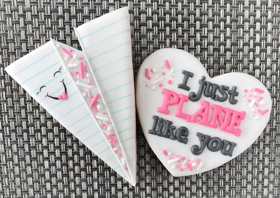 I just Plane love you paper plane Valentine's day cookies!-See more of our favorite valentine's day cookies of 2019 on B. Lovely Events! #valentinesday #cookies #decoratedcookies