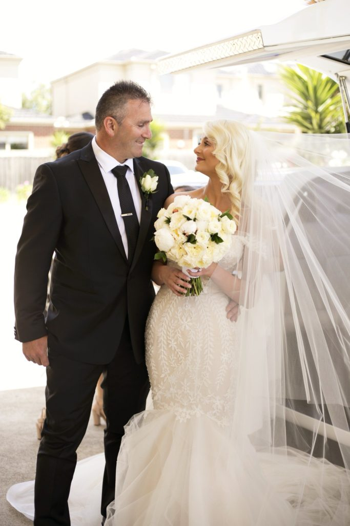 Real Wedding Belinda and michales all white wedding - See all the beautiful details on B. Lovely Events! #wedding #realwedding #weddingideas #weddingtips #weddingdecorations