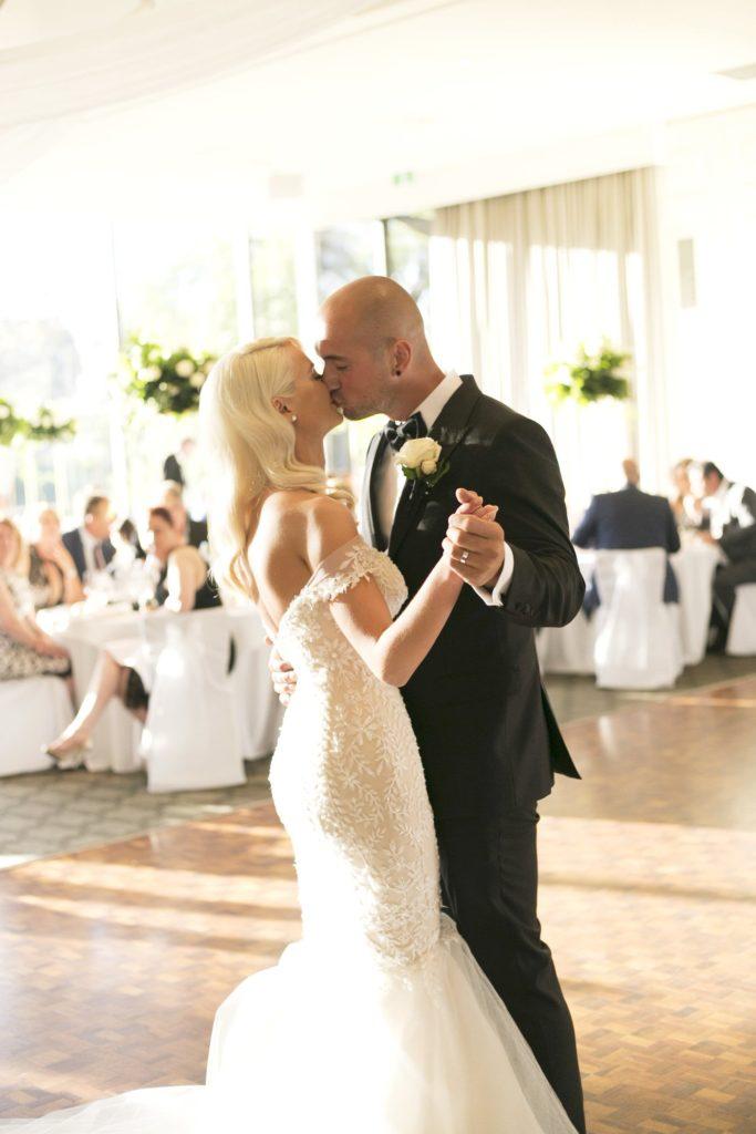 Real Wedding Belinda and michales all white wedding First dance - See all the beautiful details on B. Lovely Events! #wedding #realwedding #weddingideas #weddingtips #weddingdecorations