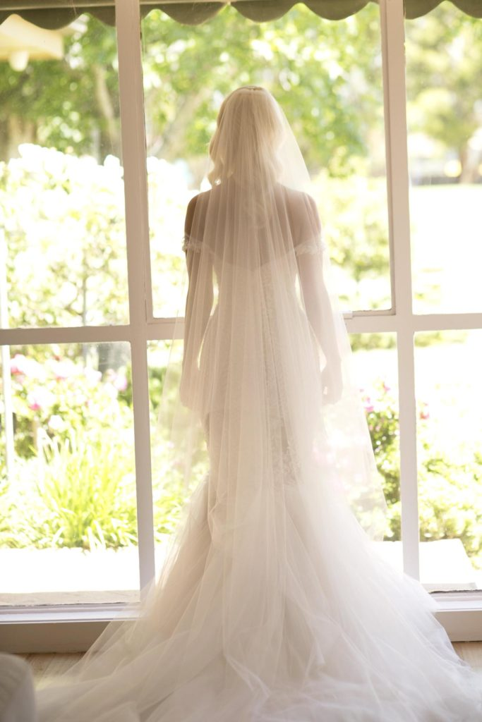 Real Wedding lace wedding dress all white - See all the beautiful details on B. Lovely Events! #wedding #realwedding #weddingideas #weddingtips #weddingdecorations
