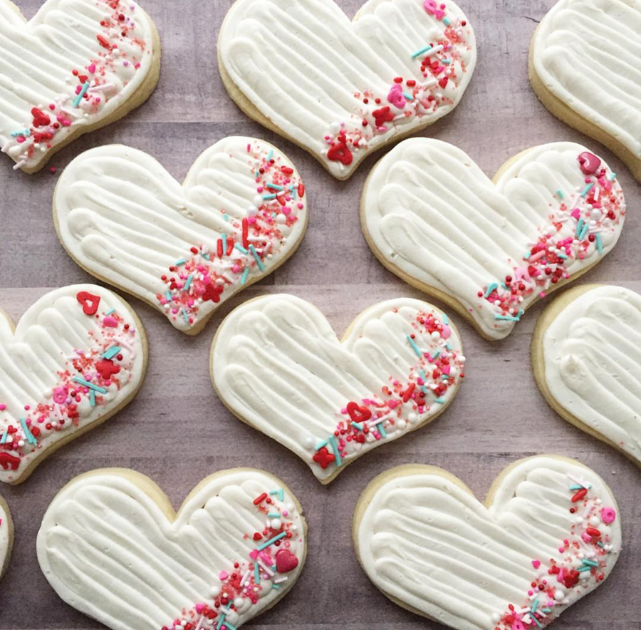 These heart cookies with sprinkles are too cute as valentine's day cookies -See more of our favorite valentine's day cookies of 2019 on B. Lovely Events! #valentinesday #cookies #decoratedcookies