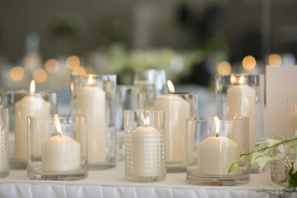 Wedding candle decorations - See all the beautiful details on B. Lovely Events! #wedding #realwedding #weddingideas #weddingtips #weddingdecorations