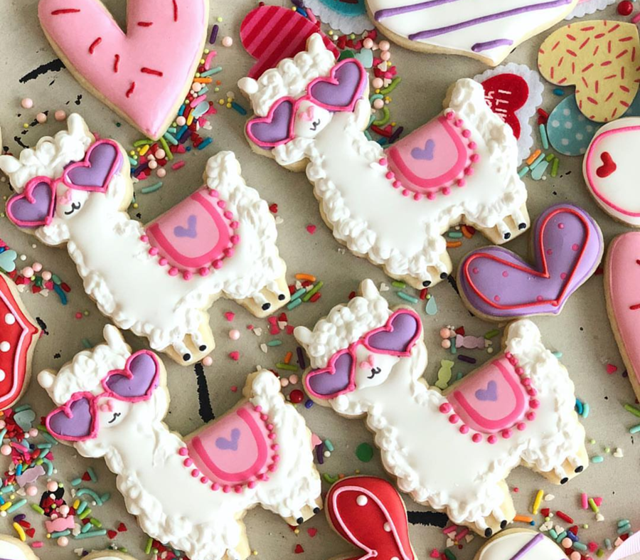 love these llama valentine's day cookies -See more of our favorite valentine's day cookies of 2019 on B. Lovely Events! #valentinesday #cookies #decoratedcookies