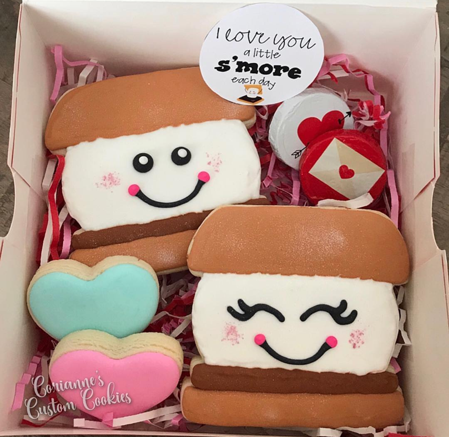 loves these s'mores valentine's day cookies -See more of our favorite valentine's day cookies of 2019 on B. Lovely Events! #valentinesday #cookies #decoratedcookies