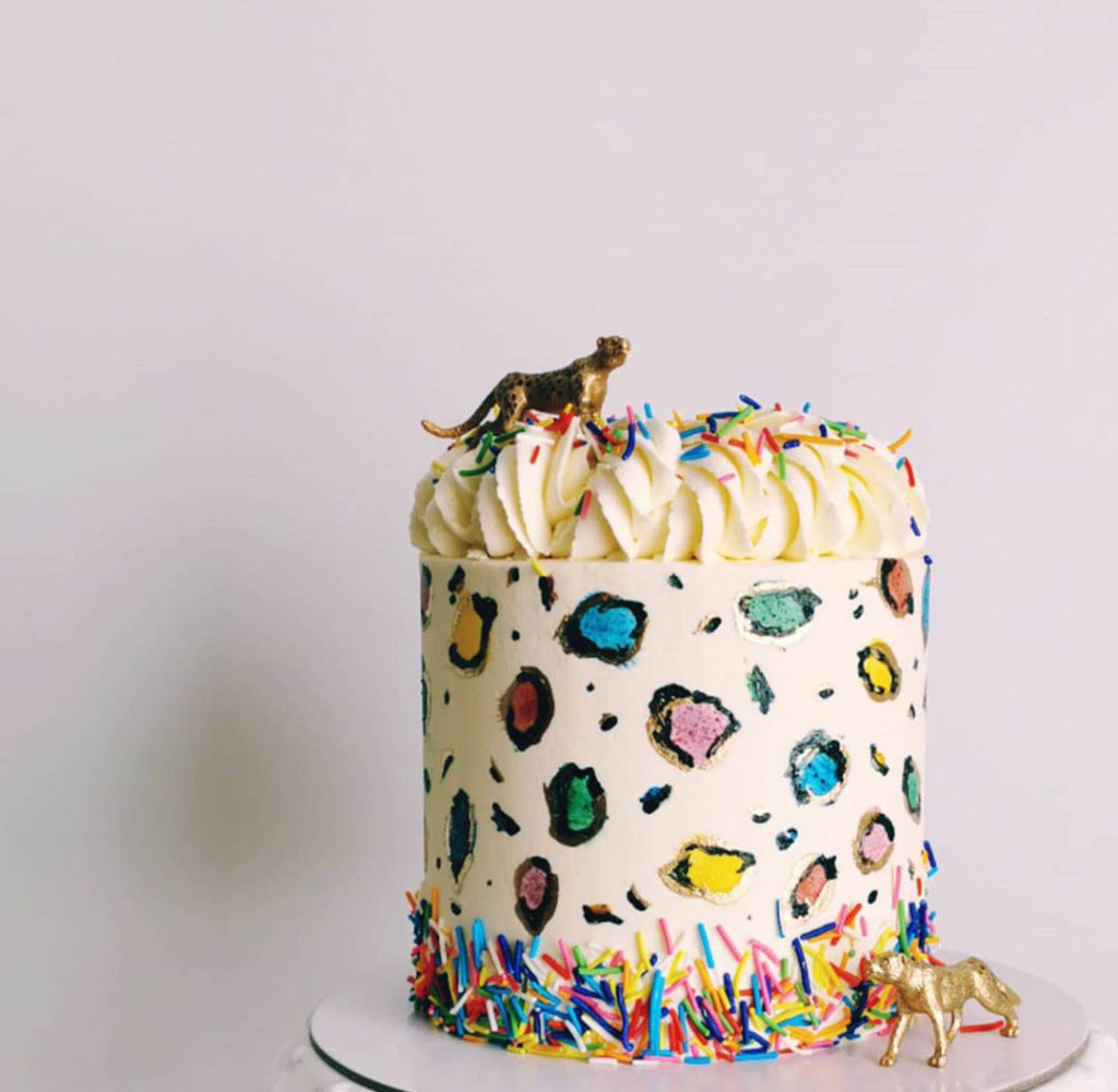 This leopard print cake is too cute!