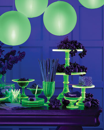 15 Glow In The Dark Party Ideas B